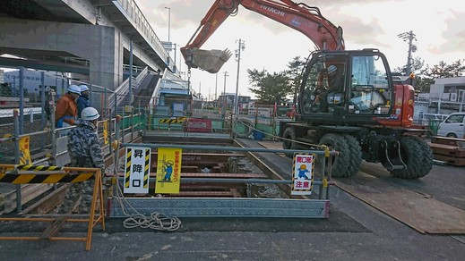 現場パトロール~重要な施設の直下に高電圧ケーブル管路を造っていきます~